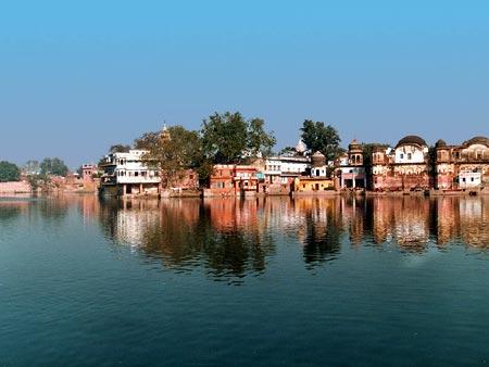http://vrindavana.dasya.com/images/0/09/3.3.20.Manasi-Ganga-2.jpg
